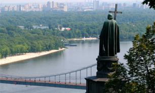 На Украине неизвестные разрисовали памятник князю Владимиру