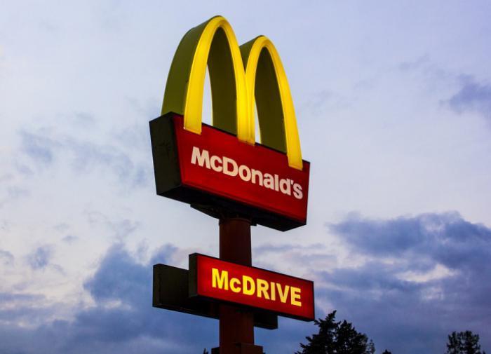 Работники McDonald's требуют повышения оплаты труда