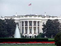 Мужчина с рюкзаком пробрался на территорию Белого дома.