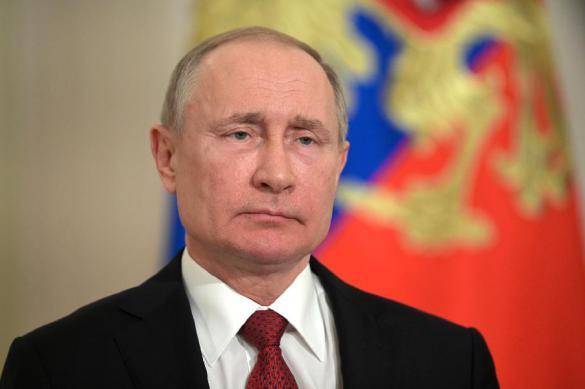 Путин перешел на удаленный режим работы