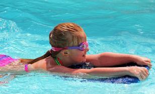 Пловчихе в откровенном купальнике вернули победу на турнире