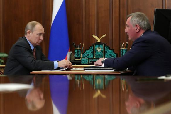 Соцсети обсуждают побагровевшего Рогозина на отчете у Путина