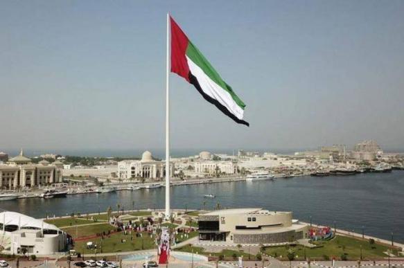 Власти ОАЭ опровергли сообщения о взрывах танкеров в порту