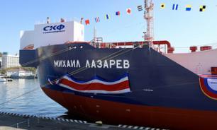 Во Владивостоке на палубе новейшего танкера поднят триколор