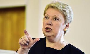 Глава минпросвещения напомнила россиянам о праве учителей на личную жизнь