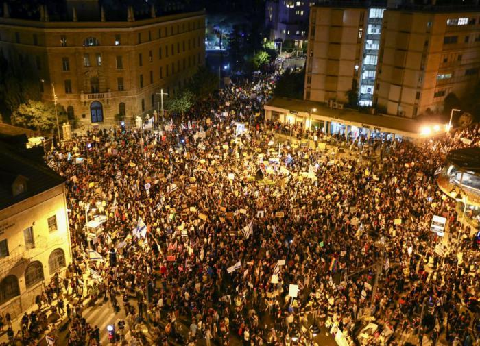 В Иерусалиме вспыхнули массовые столкновения палестинцев с полицией
