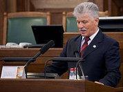 Латвийского депутата наказали за русский язык