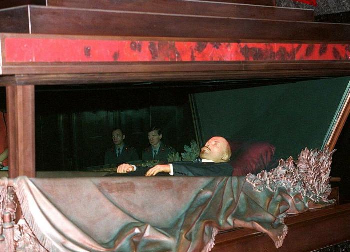 Новосёлов: в Мавзолее лежит оболочка Ленина, а органы всё ещё изучаются