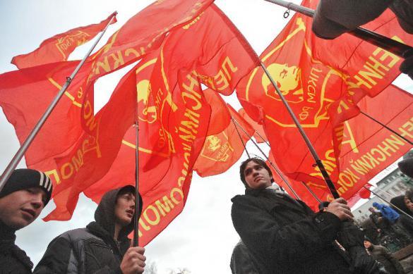 """Тульские чиновники отправили коммунистов отмечать Первомай в """"проулок шириной 1,5 метра"""""""