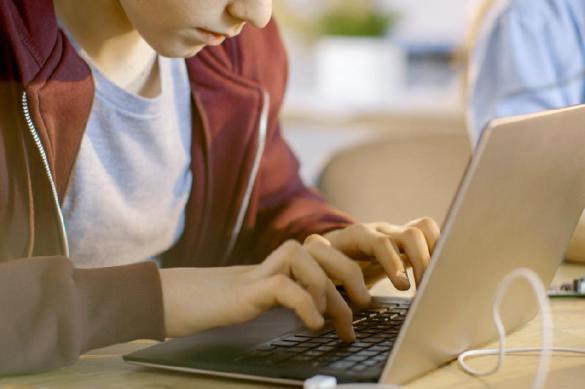 Занятия в московских школах проводятся в формате видеоконференци
