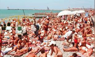 Туристы перестали помещаться на сочинских пляжах