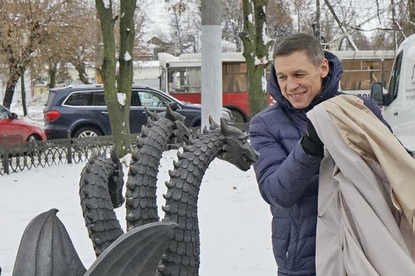 Кандидат в президенты Владимир Михайлов открыл в Костроме памятник Свободе