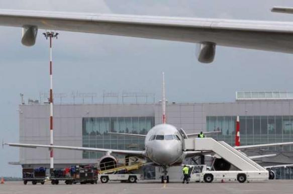В Петербурге с заграничного рейса сняли второго пилота из-за долгов