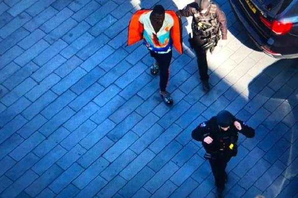 В Англии задержан мужчина, беспорядочно паливший из пистолета с балкона