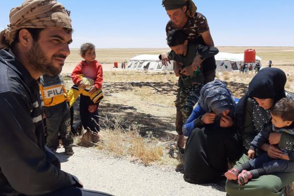 """Еще 11 беженцев покинули лагерь """"Рукбан"""" в Сирии"""