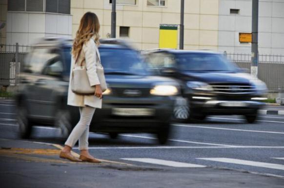 Пешеход бросился под колеса: кто должен возмещать ущерб?