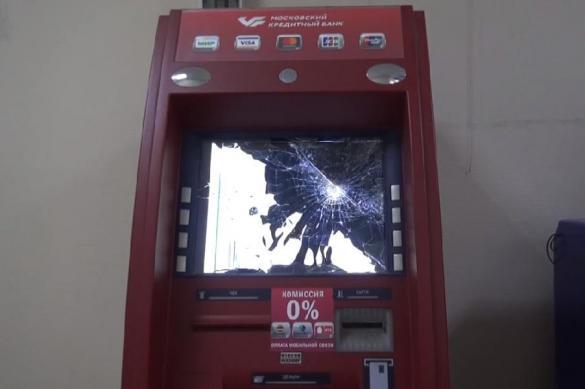Житель Подмосковья нападал на банкоматы с металлической трубой