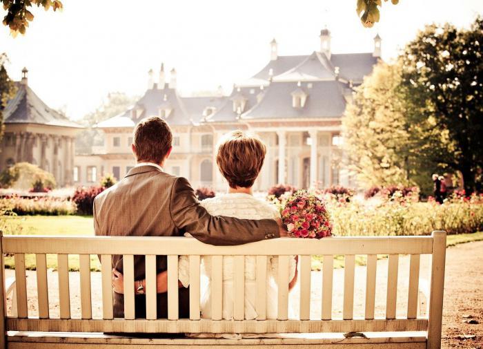 Психолог рассказала, как справиться со стеснительностью при знакомстве