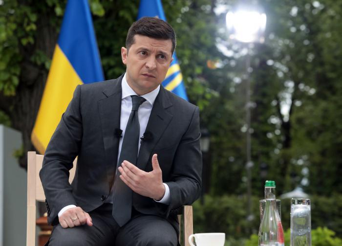 Зеленский заявил,что он не цепляется за власть