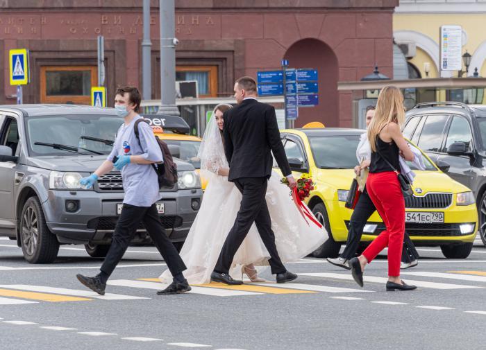 Москвичи снова смогут устраивать свадьбы в необычных местах