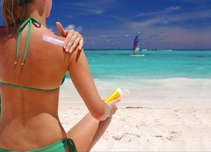 Дерматолог: физические факторы защиты от солнца лучше химических