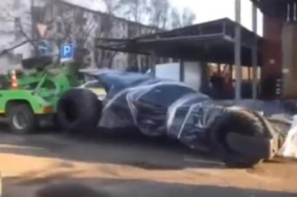В Москве бэтмобиль отправили на штрафстоянку. ВИДЕО