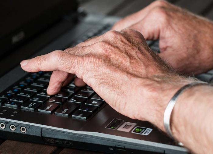 Пора к врачу: названы самые ранние симптомы артрита кистей рук