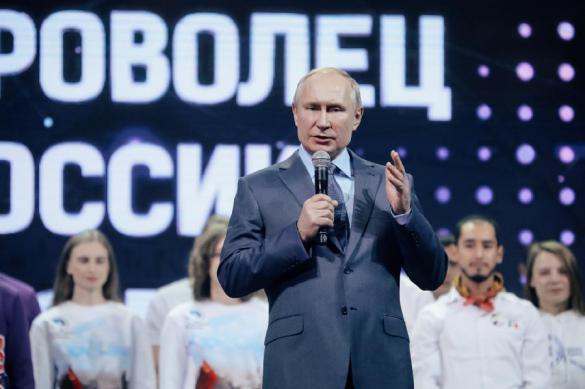 Волонтеры в России вызывают слезы умиления у президента