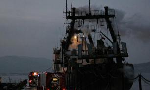 Рыболовецкий траулер горит в Охотском море