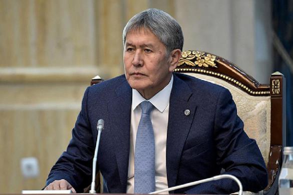 В Киргизии лишили неприкосновенности обвиняемого в коррупции экс-главу страны Атамбаева