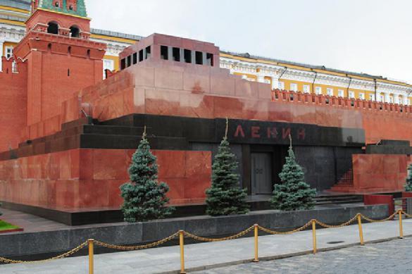 "Коммунистам предложили ""взять на баланс"" мавзолей и тело Ленина"