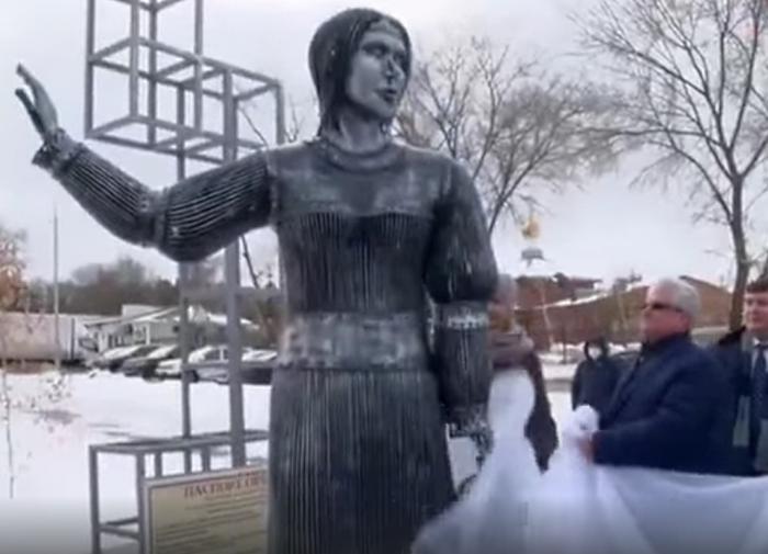 Символ 2020 года: как памятник в Нововоронеже ошеломил всю Россию