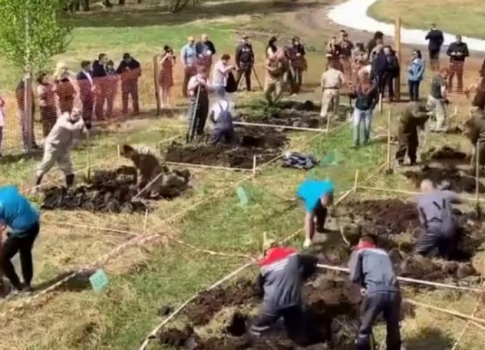 В Новосибирске состоялся конкурс по копанию могил на скорость