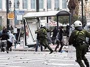 В Афинах полиция разгоняет демонстрантов газом