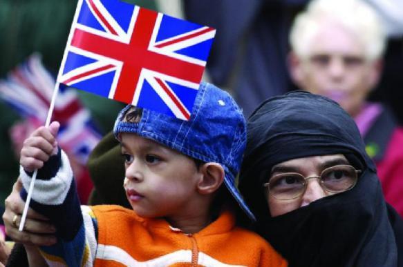 20 британских консерваторов отстранены от работы за исламофобию