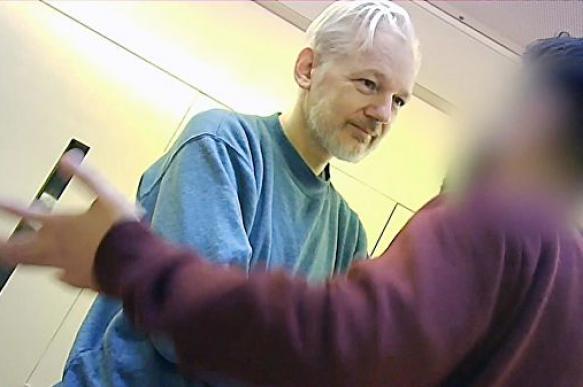 Прокуратура Швеции не станет обжаловать отказ суда в заочном аресте Ассанжа