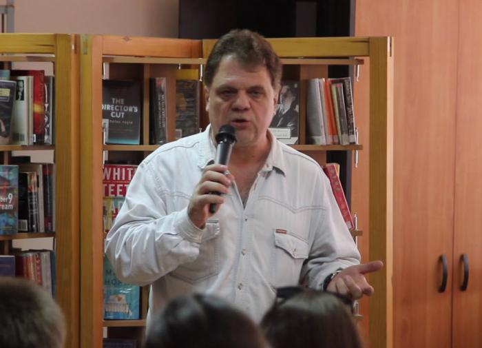 За кулисами шоу-биза: Сергей Соколкин рассказал, как учился делать глупое
