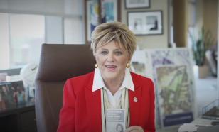 Веселая мэр Лас-Вегаса призывает открыть казино несмотря на пандемию