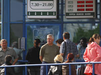 Населению Белоруссии разрешили делать покупки за доллары.