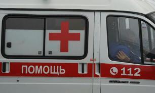"""Медики тащили пациента """"скорой"""" по асфальту. ВИДЕО"""