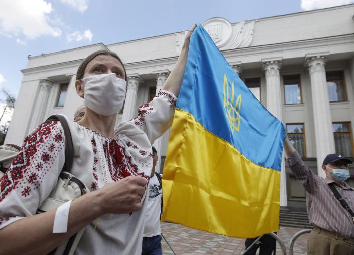 """Политический эксперт из Киева: Запад """"откровенно кинул"""" Украину"""