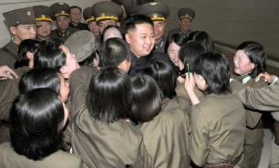 Ким Чен Ын посетил женскую роту при войсковой части 5492 КНА