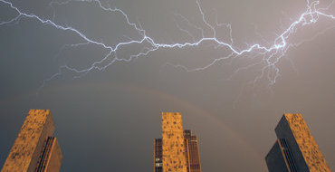 Подмосковная нефтестанция загорелась от удара молнии