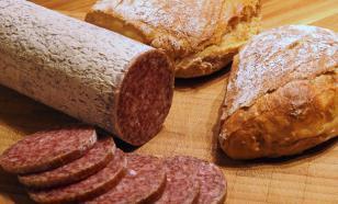 Расследование: колбаса в магазинах наполнена костями и добавками