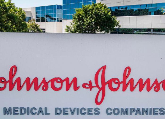 Johnson & Johnson приостановила испытание своей коронавирусной вакцины