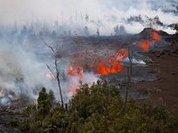 На Гавайях следят за извергающимся вулканом