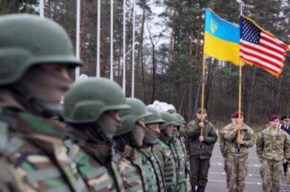 """Полковник из США обозвал украинских военных """"необразованными пьяницами"""""""