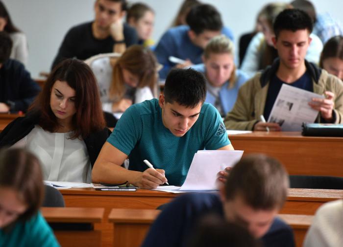 Глава Минобрнауки РФ выступил против принудительной вакцинации студентов