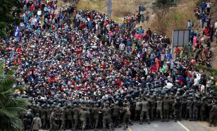 Многотысячная толпа гондурасских мигрантов рвётся к границе США