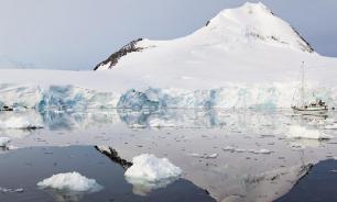 Загадочный источник тепла подогревает Антарктиду: лед тает изнутри
